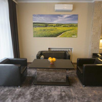 http://oteldom.ru/room/apartamenty/