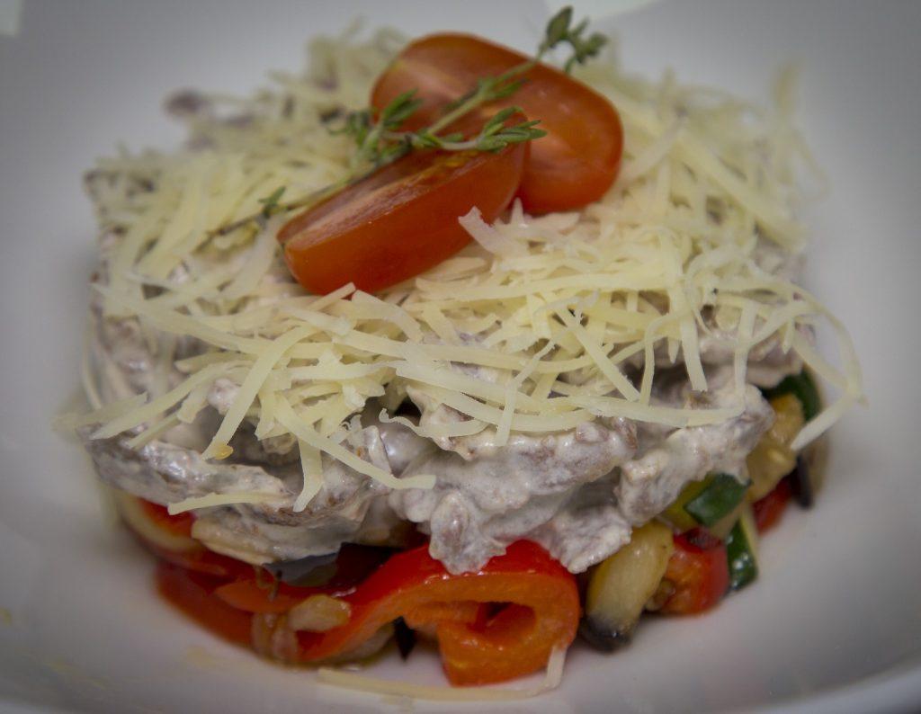 Салат теплый с говядиной фри